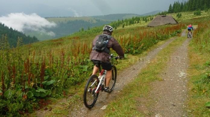 muntii latoritei drumul strategic curmatura vidutei mountain-biking