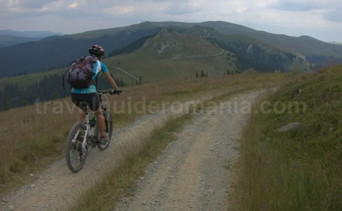 muntii latoritei drumul strategic mountain-biking saua pietrile