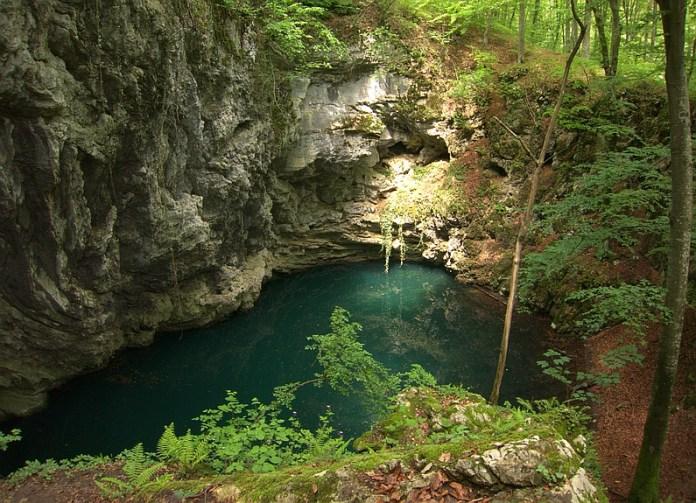 Parcul National Cheile Nerei-Beusnita Lacul Dracului