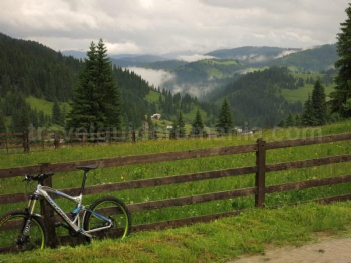 mountain bike Destinația ecoturistică Țara Dornelor