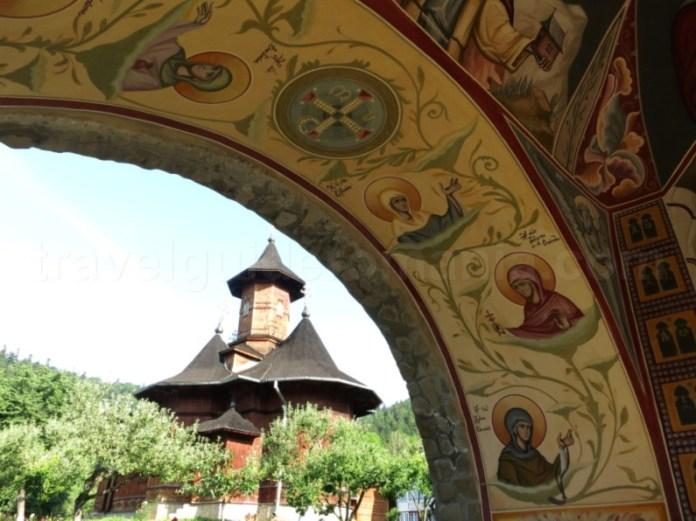 manastirea agapia veche clopotnita parc vanatori neamt