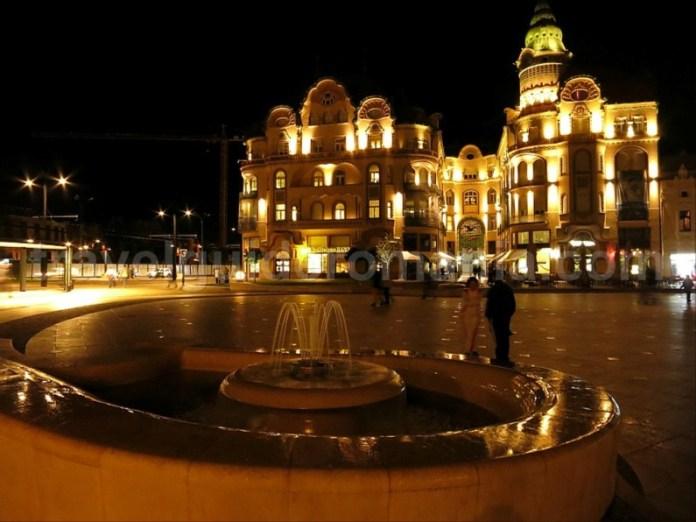 Piata Unirii Oradea noaptea Palatul Vulturul Negru