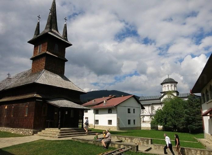 transalpina manastirea oasa biserica lemn