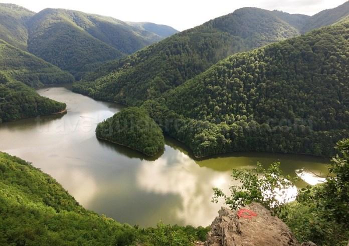 lacul tarnita piatra lucaci