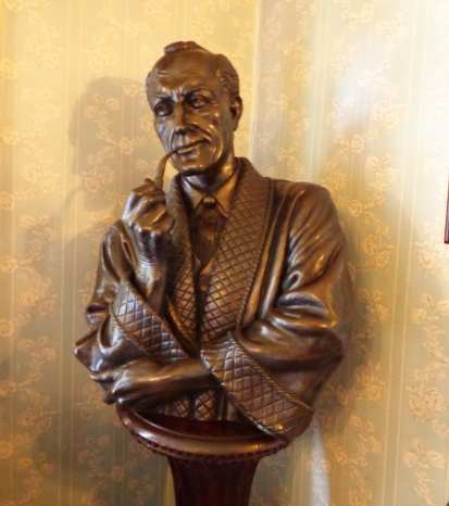 Sherlock Holmes Museum statue