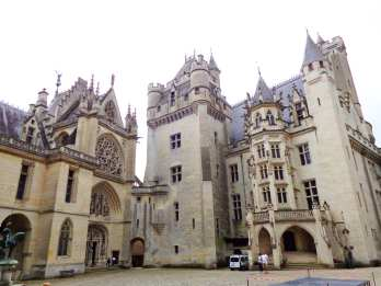 Chateau Pierrefonds courtyard