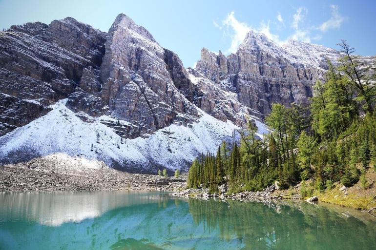 Lake Agnes Tea house is located beside this beautiful lake. Hike upto to this beautiful lake from Lake Louise