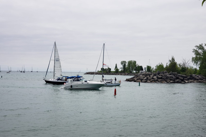 Learn to sail at Scarborough Bluffs