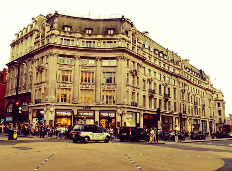 10 best shopping areas for tourist to London : #3. Oxford Street