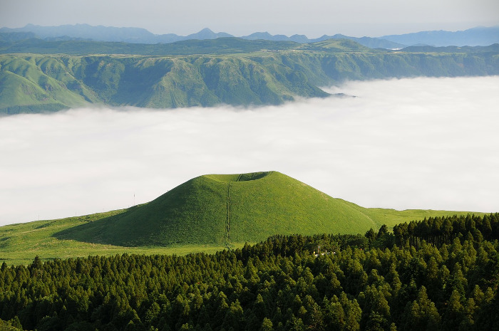 Best places to visit in Japan: Mount Aso and Komezuka. Pic credit : @DeltaWorks (Pixabay)