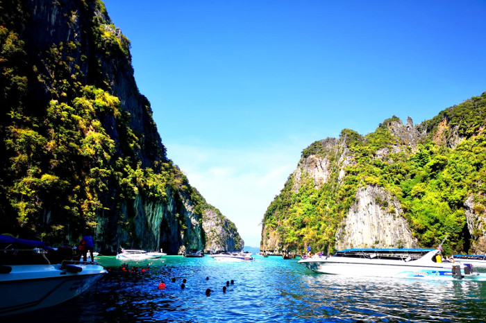 Things to do in Krabi Thailand: Go snorkeling in Phi Leh Lagoon