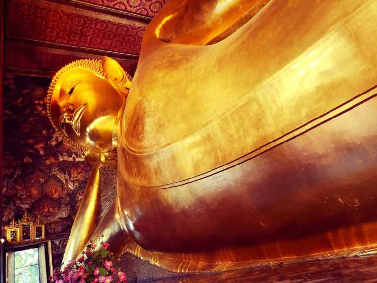 The second stop on our itinerary is Wat Pho, the temple of the reclining Buddha.