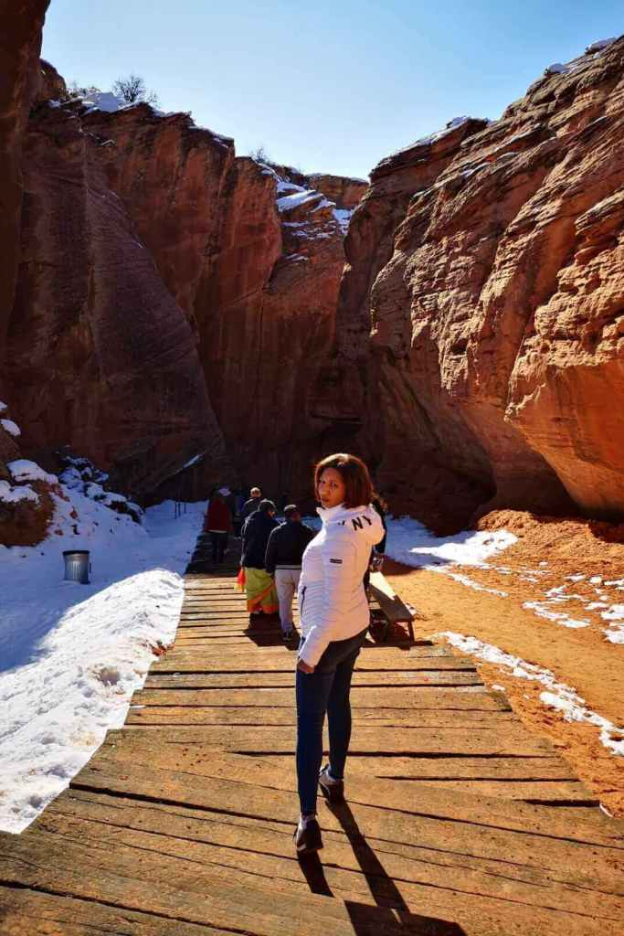 Entrance to the Antelope Canyon X has some steps and a unpaved path beside it.