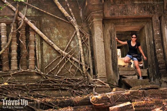 beng melea temple cambodia doorway