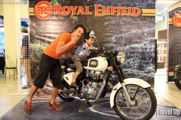 17. motobuilds pilipinas 2015 royal enfield photo op2