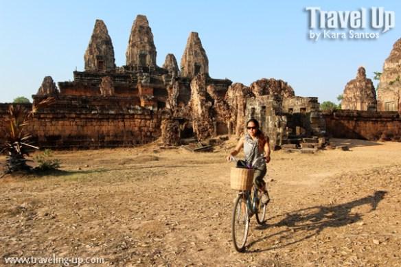 angkor archaelogical park biking cambodia ruins