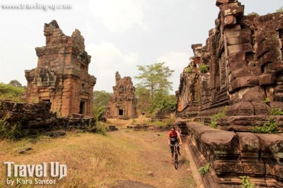 biking cambodia angkor archaeolgical park ruins trail