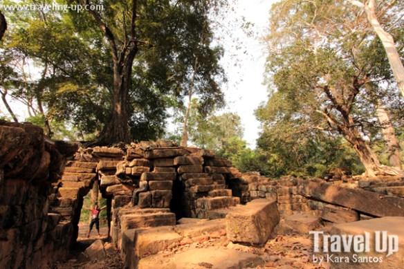 biking cambodia angkor archaeolgical park spean thma