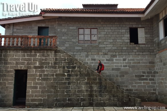 osprey bataan las casas de acuzar travelup bag stairs