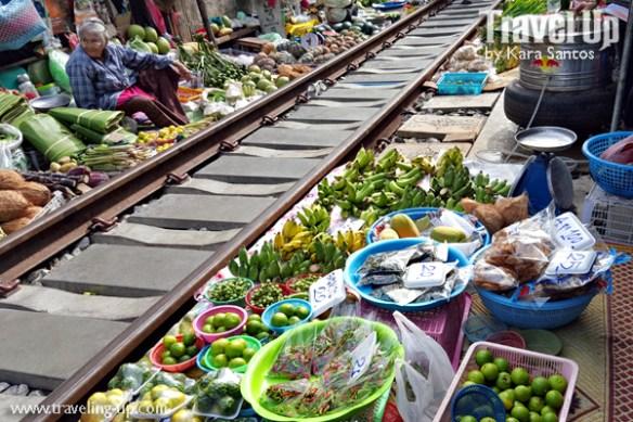 day 3 rom hub market maeklong thailand vendor