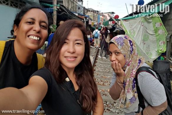 day 3 rom hub maeklong market selfie