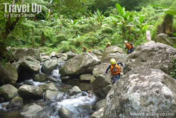canyoning-in-biliran-boulders
