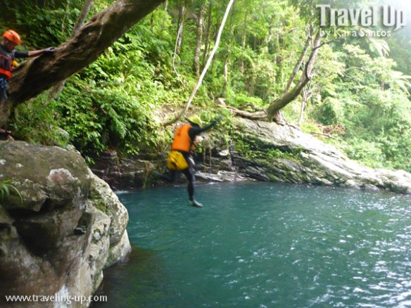 canyoning-in-biliran-jump