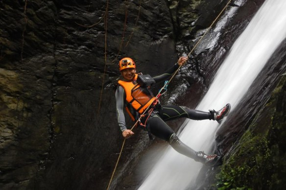 cavemaster-joni-of-trexplore-canyoning-biliran
