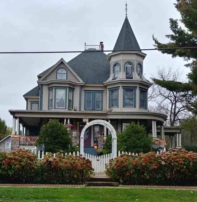 Groundhog Day bed and breakfast Woodstock Il picture from the from of the cherry street inn