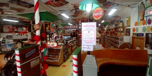 hollywood candy store entrance