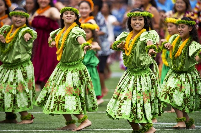 Honolulu Hotels for Foodies dinner show