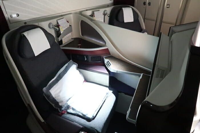 which routes offer the best qatar airways business class