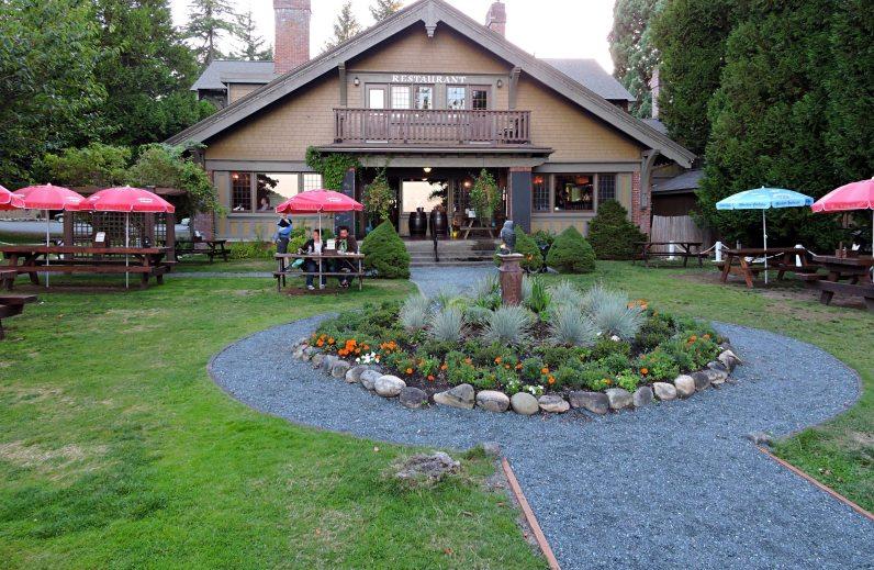 Black Goose Inn, Black Goose, Parksville beachfront dining, Beach Acres, Rathtrevor Beach restaurant, Vancouver Island Dining