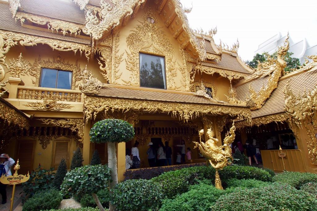 Vergoldetes Klo am Weißen Tempel