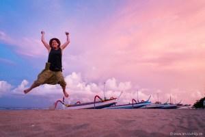 So schön kann das Reiseleben sein! Und mit schönen Sonnenuntergängen kennt sich Indonesien aus!