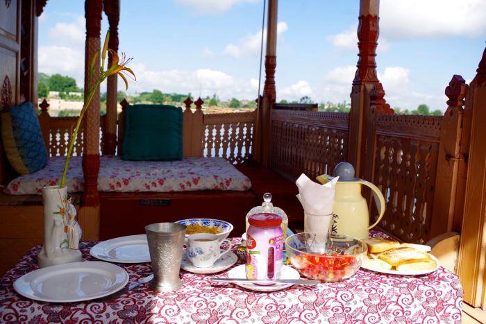 lilyofnageen-breakfasttable