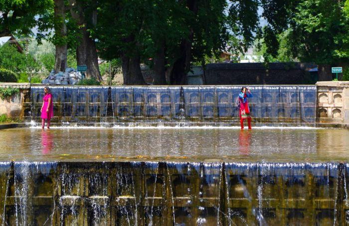 srinagar-mughal-gardens-4