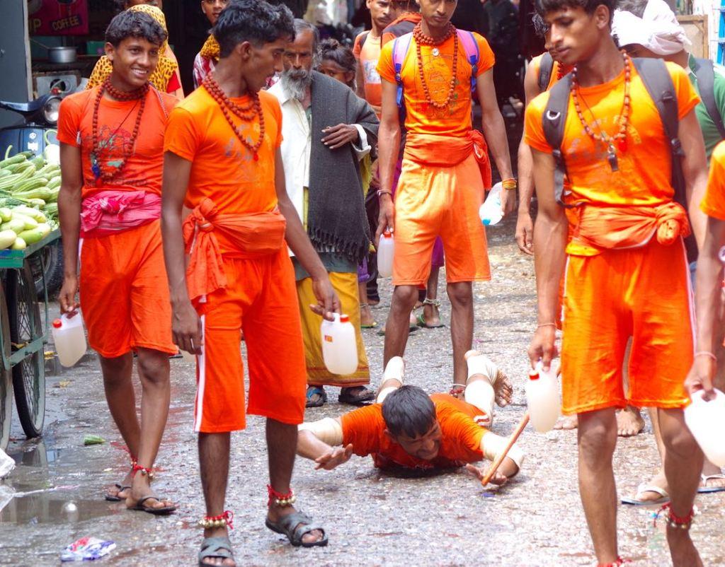Rishikesh-Pilgrims-MainBazar