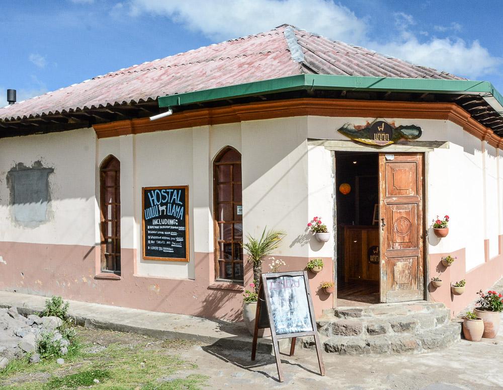 Traveling the World Ecuador Anden Wandern Quilotoa Isinlivi Hostal Llullu Llama