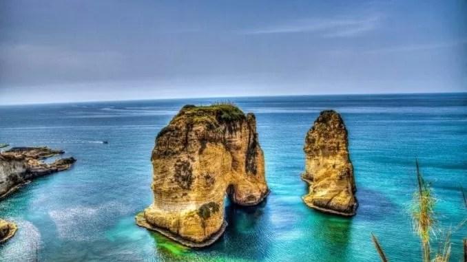 Pigeon Rock Lebanon e1546965361721 678x381 - Lebanon Travel Guide - A Week Long Road Trip
