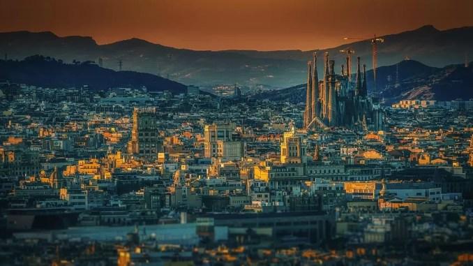 Barcelona City 678x381 - Barcelona Travel Guide: Holidays In Barcelona