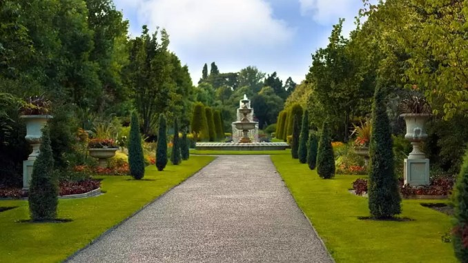 Royal Garden Regents Park London 678x381 - 5 Must-See Places To Visit During A Weekend Aventure In London