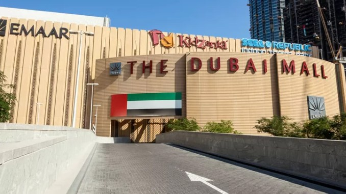 Dubai Mall 678x381 - 10 Best Things To Do In Dubai With Your Family