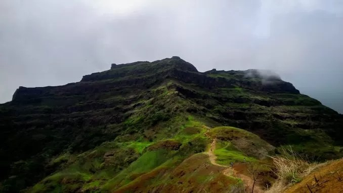 Torna Fort e1560241589882 - Best Tourist Places Near Pune You Can Visit By Bike