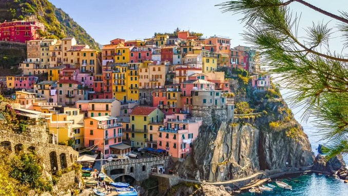 Summer in Italy sea houses 678x381 - Summer in Italy - Ways to Spend Your Vacation Time