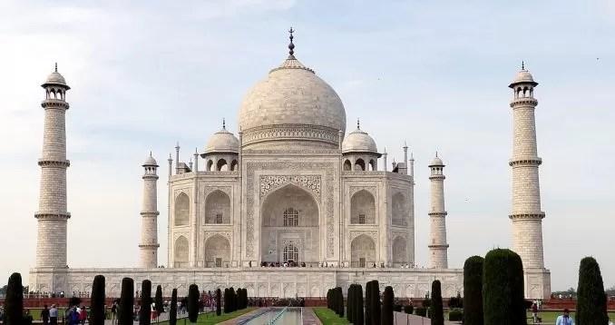 Taj Mahal India Agra e1565417830681 - Top 5 Weekend Destinations to Visit Near Jaipur