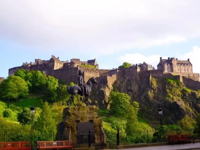 Edinburgh Castle Scotland Scotland e1576811856351 - 19 Best Vacation Destinations With Family Around The World