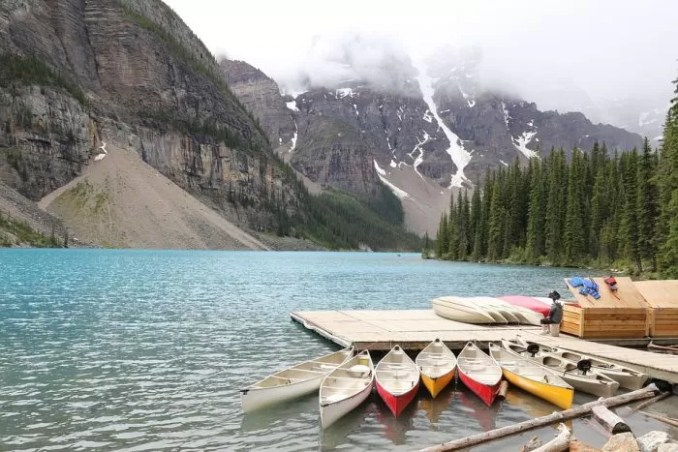 Moraine Lake Banff Alberta Canada e1576802864874 - 19 Best Vacation Destinations With Family Around The World
