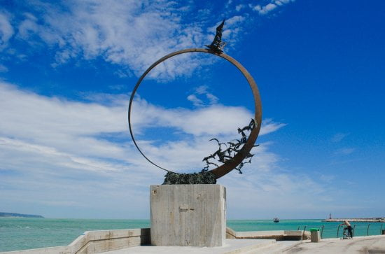 Monument to Jonathan Seagull