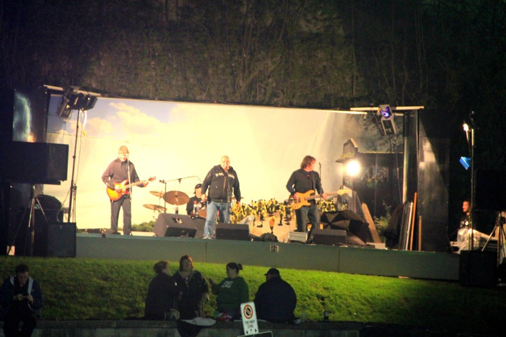 Live music band at Clifton Hill
